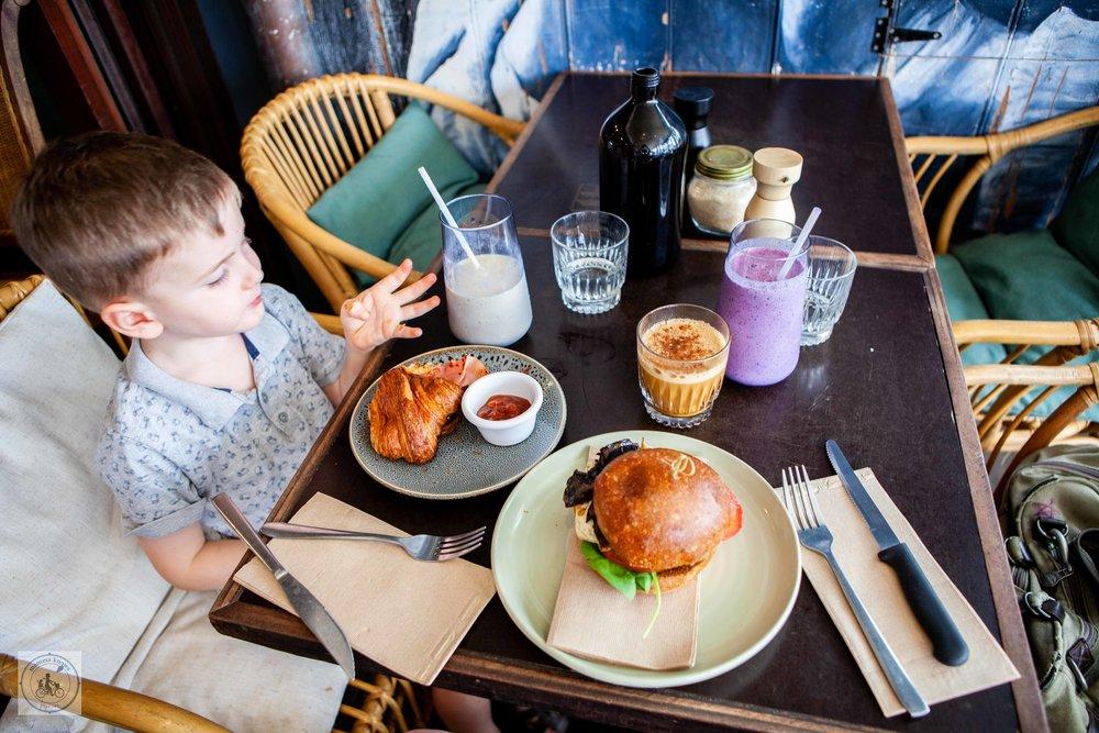 Novella Cafe - Mamma Knows Byron
