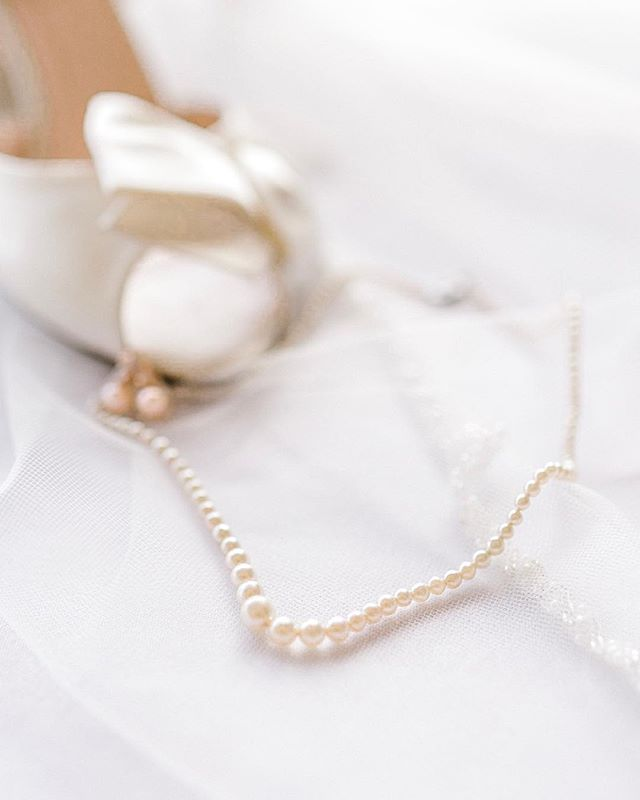 HAPPY FRIYAY! // These pearls were my great grandmothers. (Queue the 😭). I had no idea until the bride told me at her bridal portraits. Kendell is marrying my cousin who happened to be my greatest friend in my teenage years. (Shout out, Cole!) I hope K knows that our God-fearing grandmother would have ADORED her and would have loved that she will be carrying on her last name.