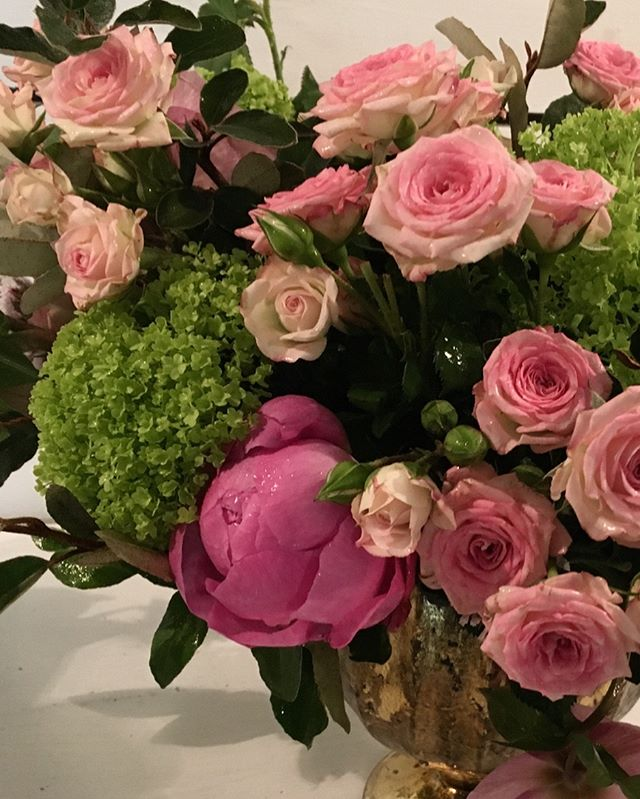 Working with these blooms I'm dreaming of spring in Texas.... #mckinneyflorist  #viburnum #peonies #roses