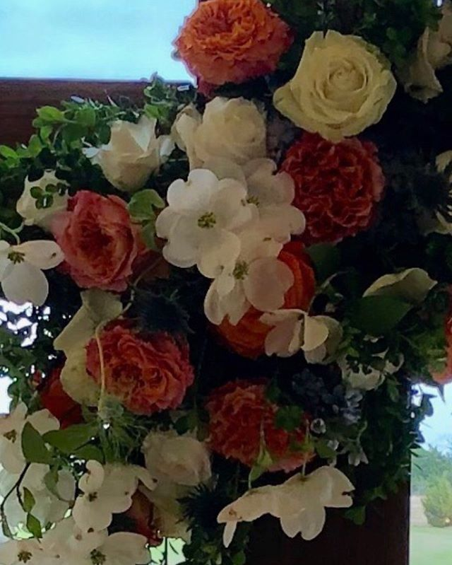 Cross florals for today's wedding....#mckinneyweddingflorist #rusticgraceestate #dogwoods#crossflorals