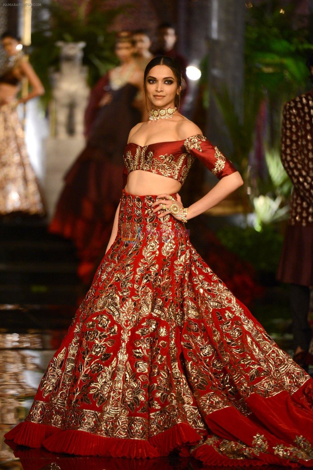 Deepika-Padukone-during-the-FDCI-India-Couture-Week-2016-at-the-Taj-Palace-on-July-21-2016-1.jpg