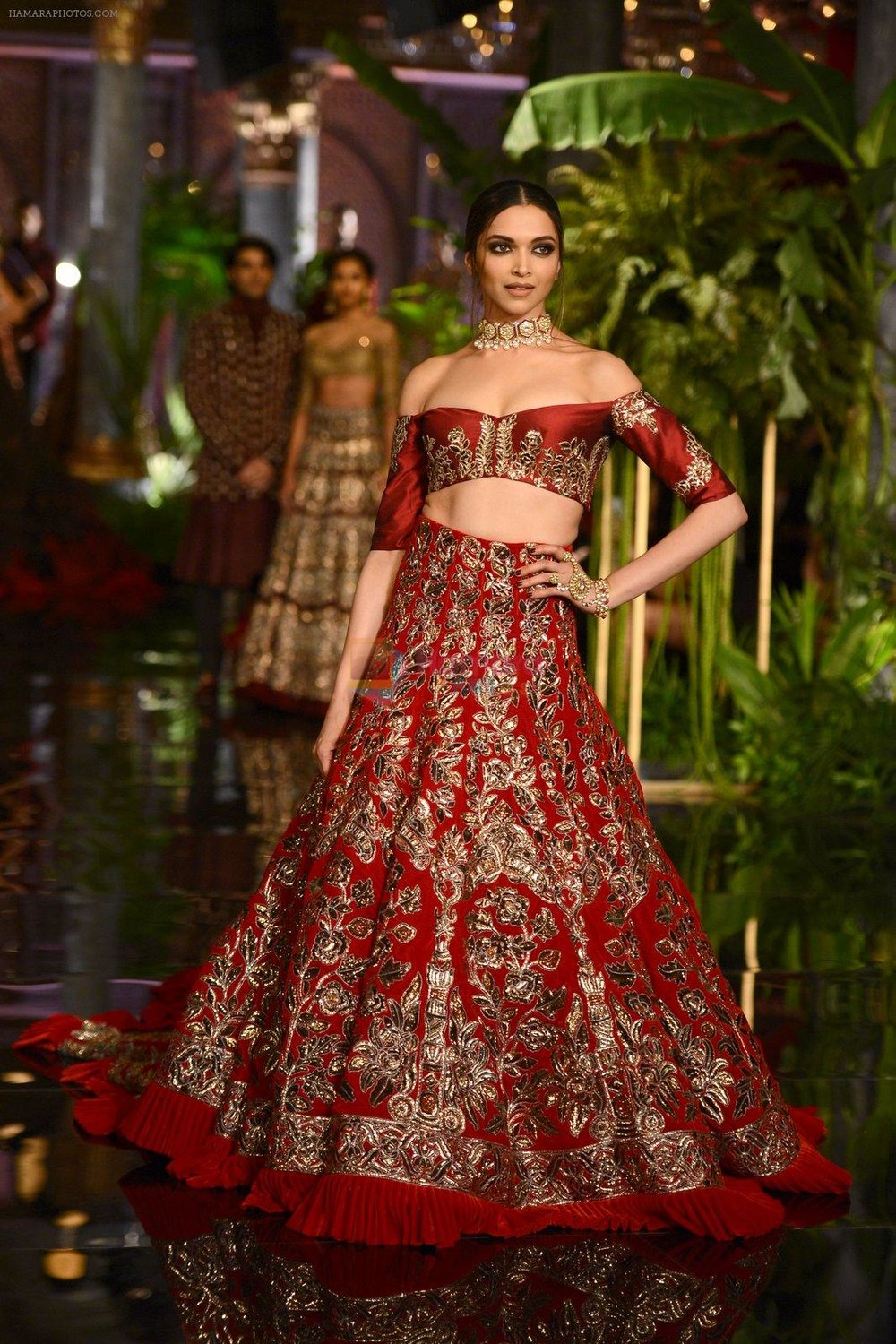 Deepika-Padukone-during-the-FDCI-India-Couture-Week-2016-at-the-Taj-Palace-on-July-21-2016-3.jpg