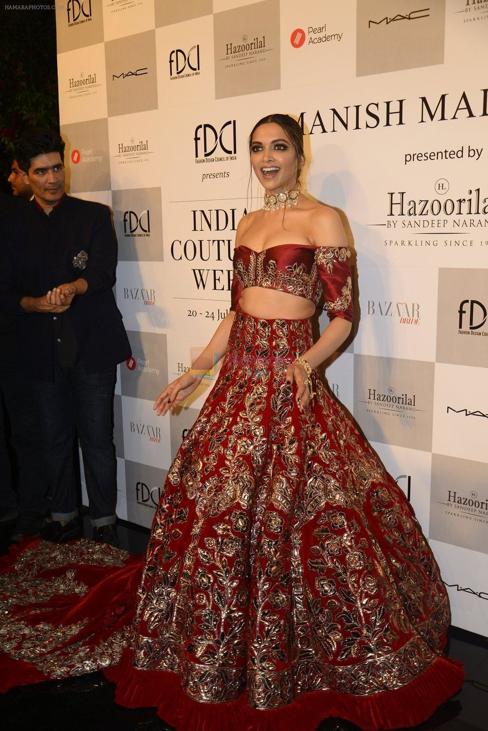 Deepika-Padukone-during-the-FDCI-India-Couture-Week-2016-at-the-Taj-Palace-on-July-21-2016-4.jpg