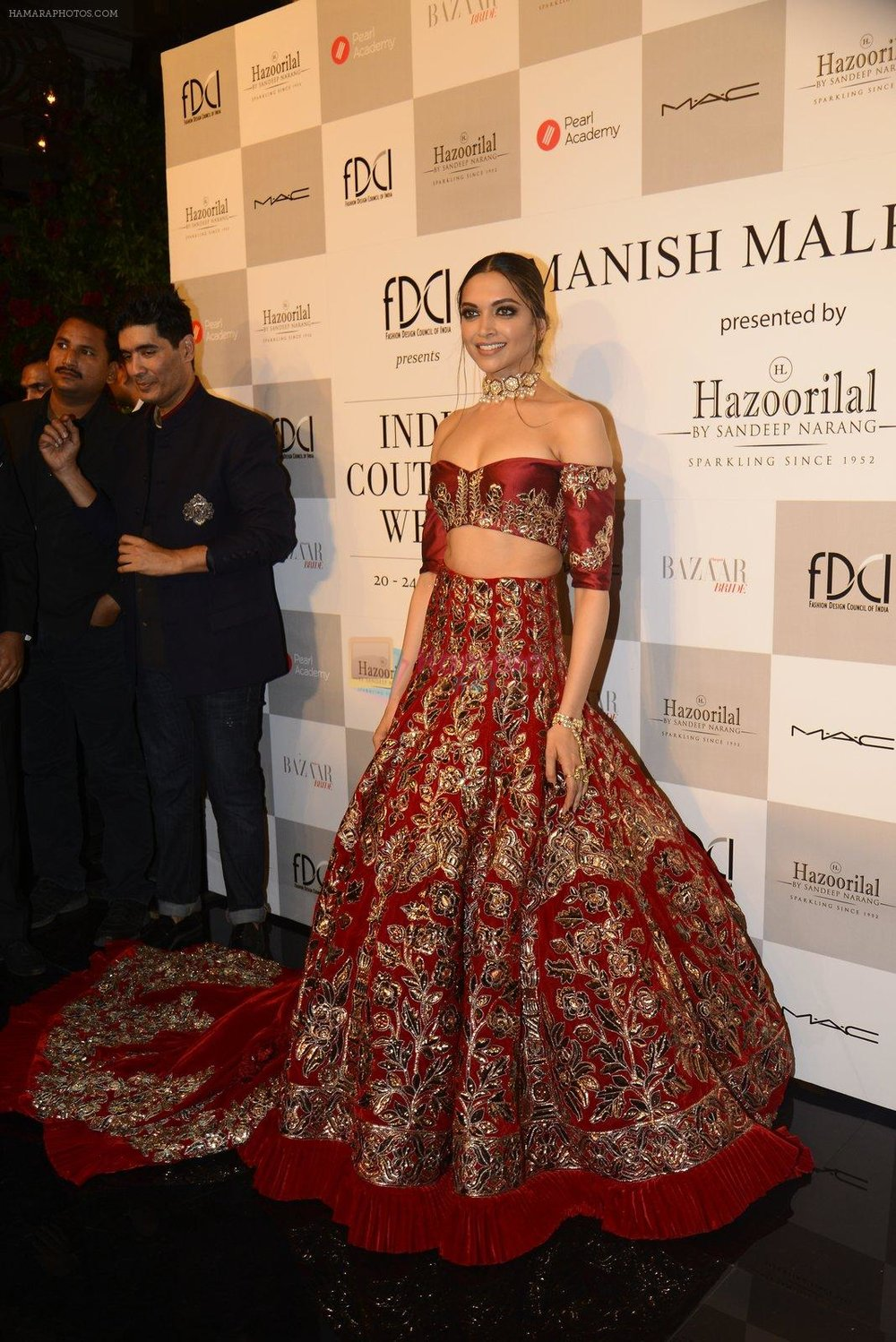Deepika-Padukone-during-the-FDCI-India-Couture-Week-2016-at-the-Taj-Palace-on-July-21-2016-5.jpg