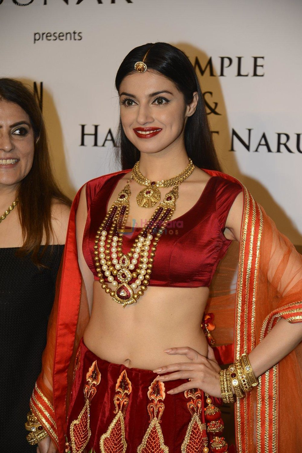 Divya-Khosla-Walks-For-Reynu-Taandon-at-the-FDCI-India-Couture-Week-2016-2.jpg