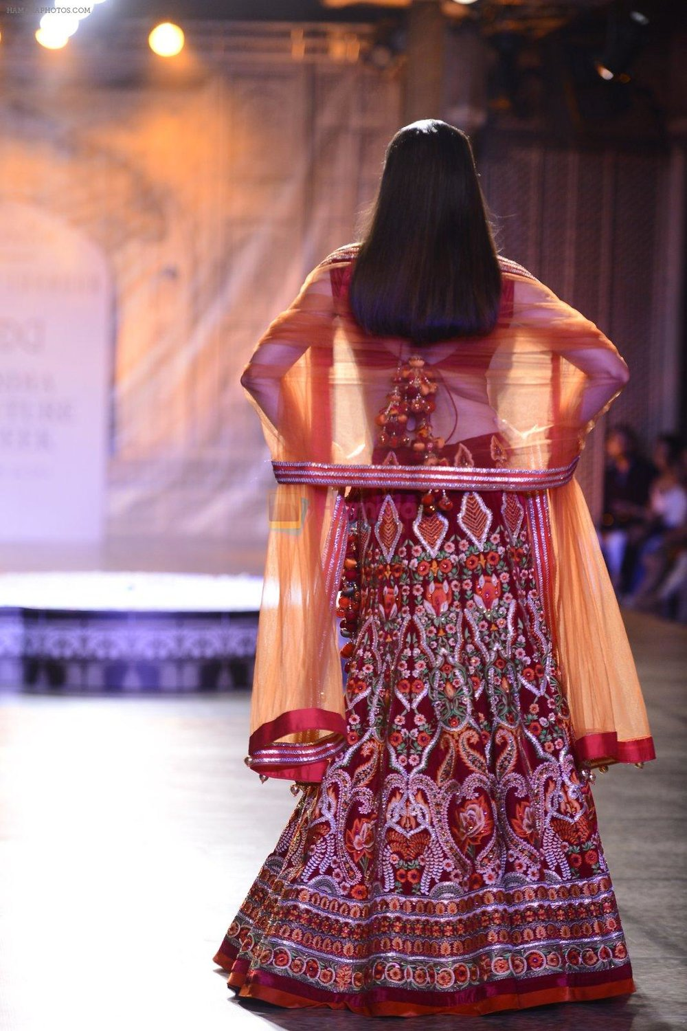Divya-Khosla-Walks-For-Reynu-Taandon-at-the-FDCI-India-Couture-Week-2016-8.jpg