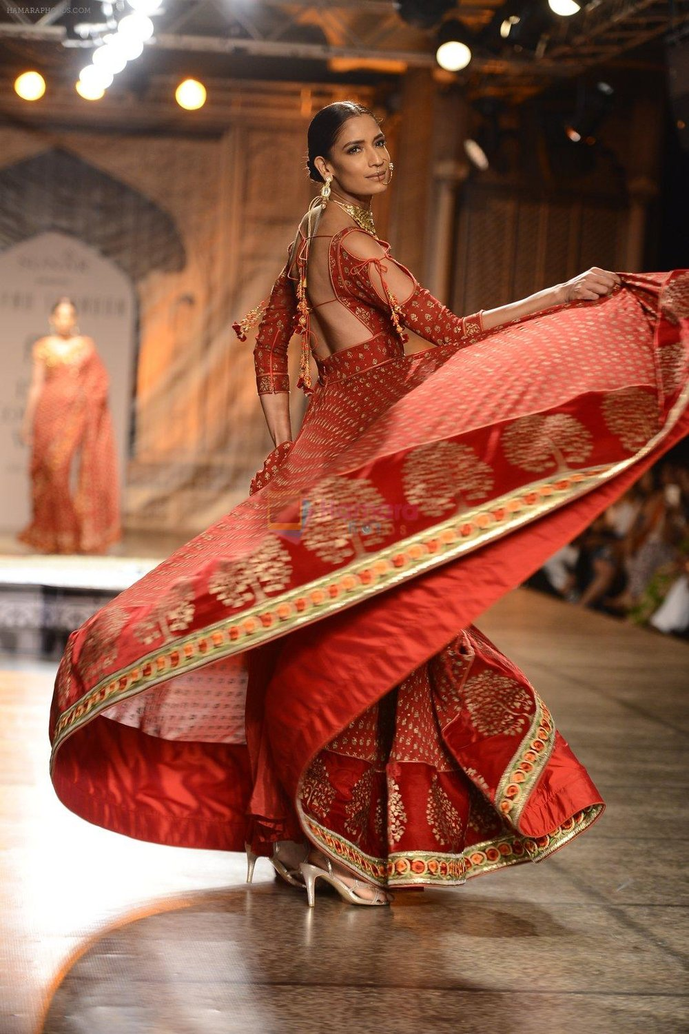 Models Walk the ramp for Reynu Taandon at the FDCI India Couture Week 2016 shown to user
