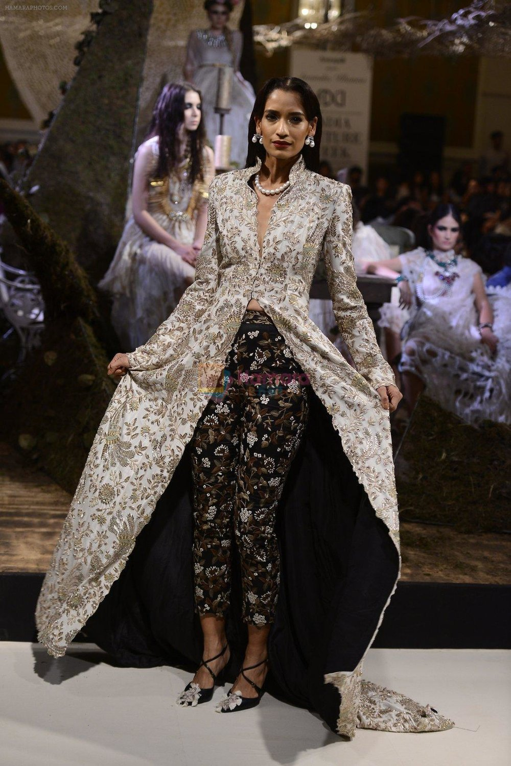 A-Model-during-Anamika-Khanna-showcase-When-Time-Stood-Still-at-the-FDCI-India-Couture-Week-2016-on-22-July-2016.jpg