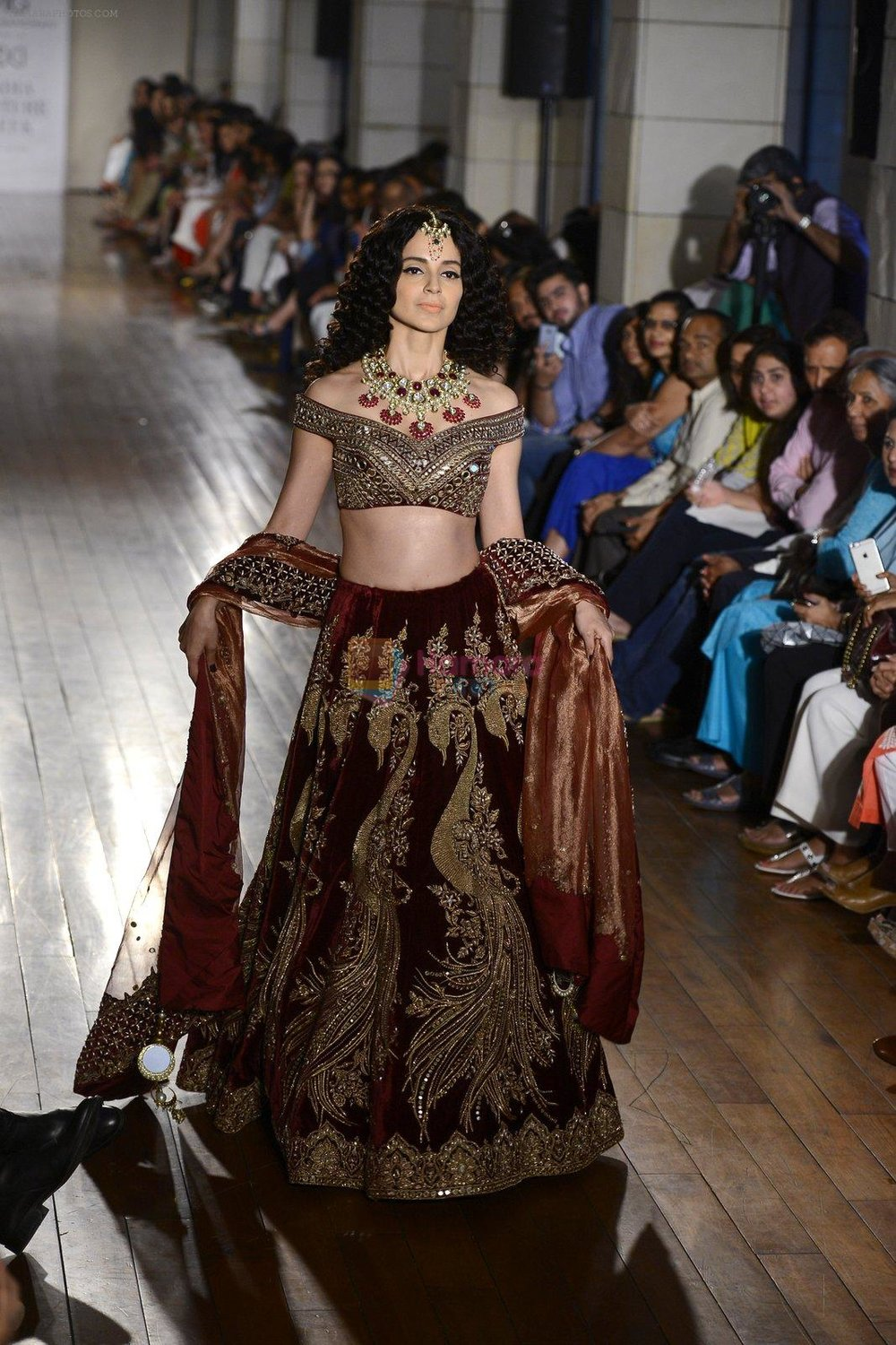 Kangana Ranaut walks for Manav Gangwani latest collection Begum-e-Jannat at the FDCI India Couture Week 2016 on 24 July 2016 shown to user