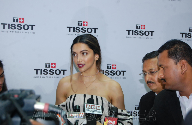 Deepika-Padukone-Pics-at-Tissot-Bella-Ora-Watch-Launch-7.jpg