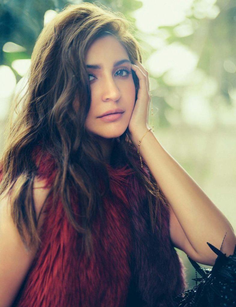 Anushka-Sharma-Filmfare-2-786x1024.jpg