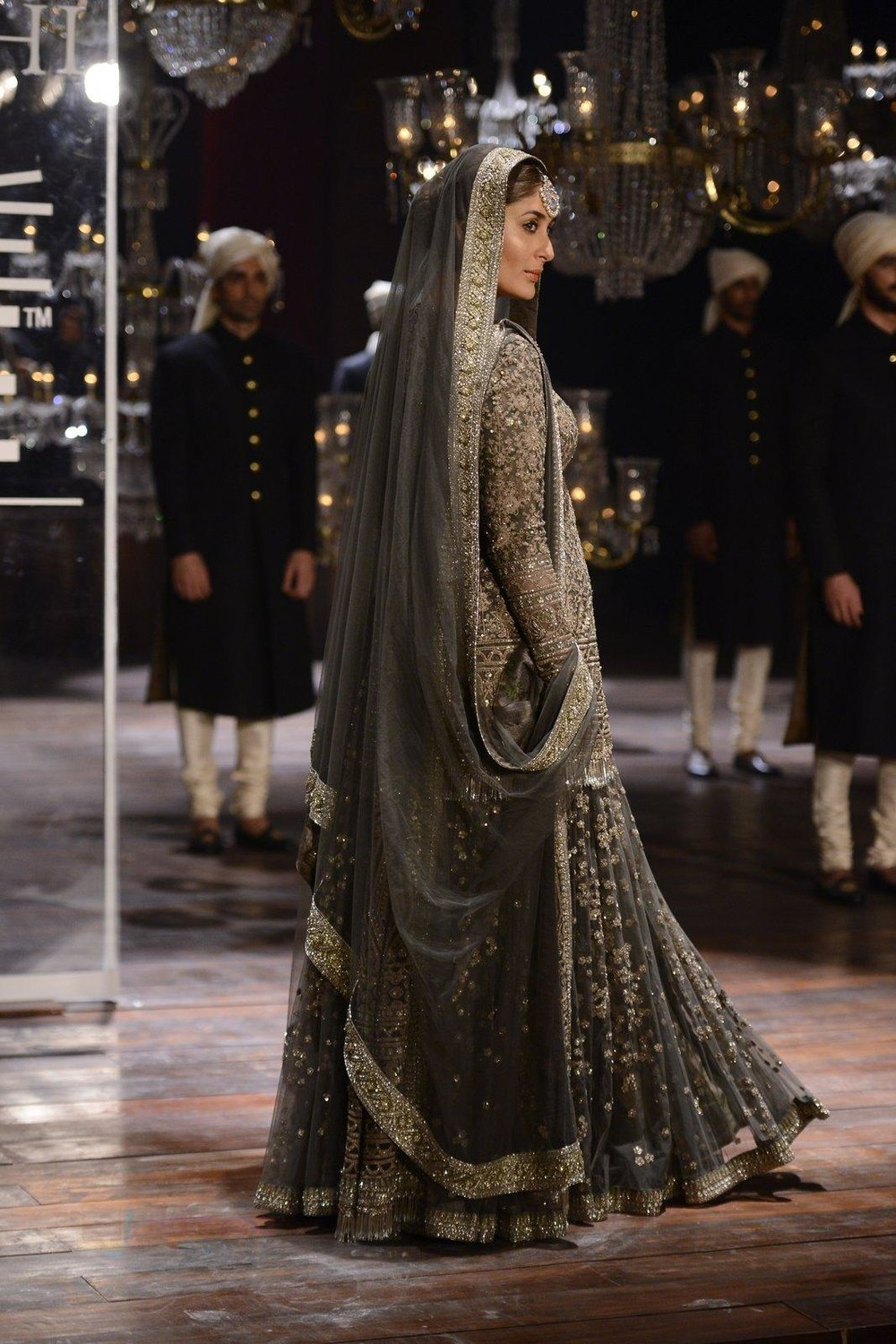 Kareena Kapoor walk the ramp for Sabyasachi Show Grand Finale at Lakme Fashion Week 2016 on 28th Aug 2016 shown to user 34724