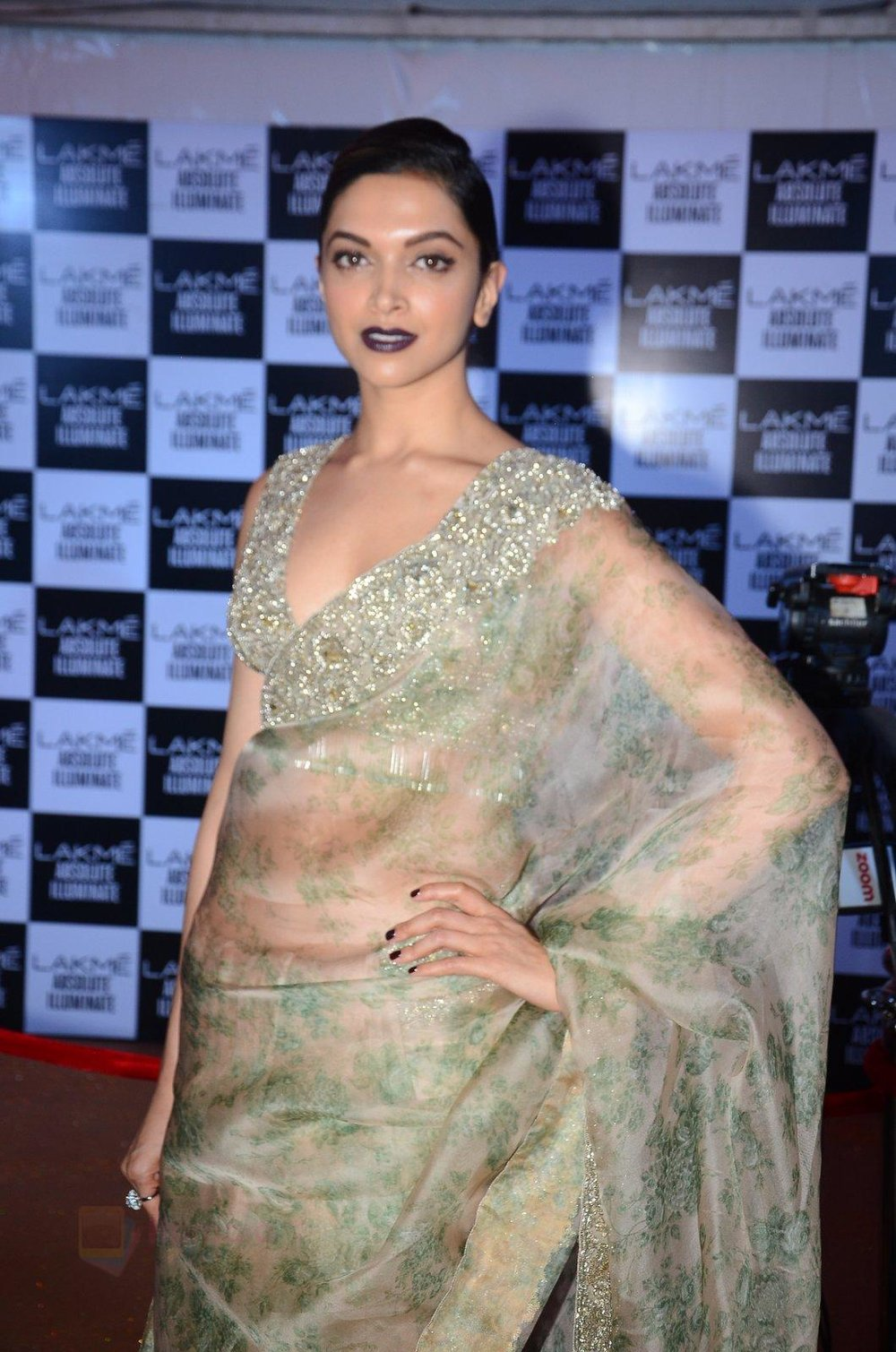 Deepika Padukone at Sabyasachi Show Grand Finale at Lakme Fashion Week 2016 on 28th Aug 2016 shown to user 34724