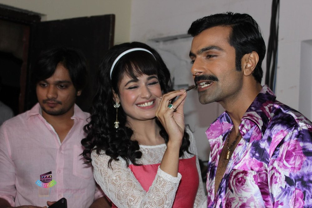 Yuvika-Chaudhary-Ashmit-Patel-on-the-sets-of-Ek-Maa-Jo-Ban-Gayi-Lakho-Ke-Liye-Amma-on-Zee-2.jpg