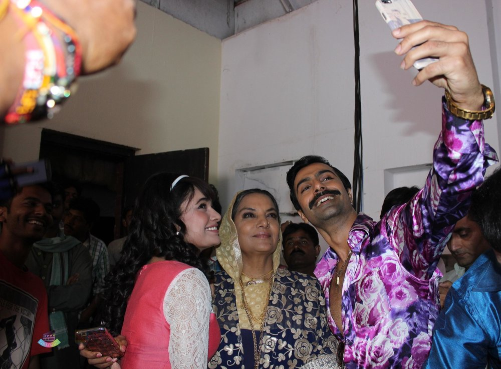 Yuvika-Chaudhary-Shabana-Azmi-Ashmit-Patel-on-the-sets-of-Ek-Maa-Jo-Ban-Gayi-Lakho-Ke-Liye-Amma-on-Zee-1.jpg