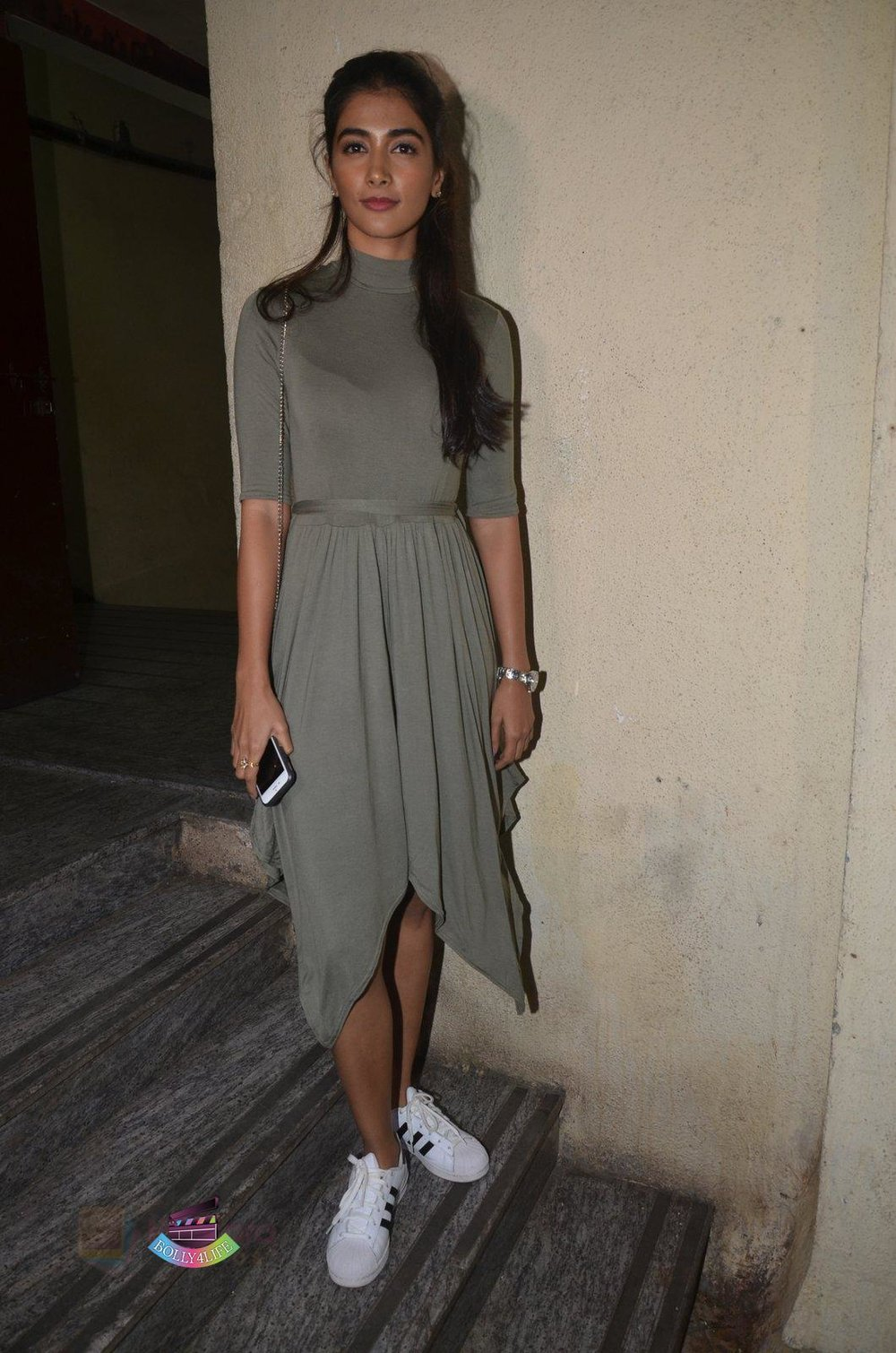Pooja-Hegde-at-Baar-Baar-Dekho-Screening-on-8th-Sept-2016-52.jpg
