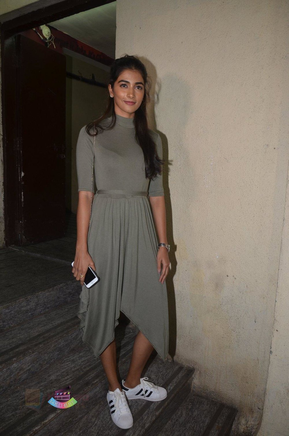 Pooja-Hegde-at-Baar-Baar-Dekho-Screening-on-8th-Sept-2016-54.jpg