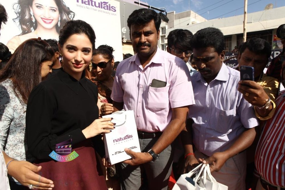 Tamannaah-Bhatia-Launches-Naturals-at-Home-on-23rd-Aug-2016-71.jpg