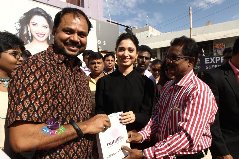Tamannaah-Bhatia-Launches-Naturals-at-Home-on-23rd-Aug-2016-69.jpg