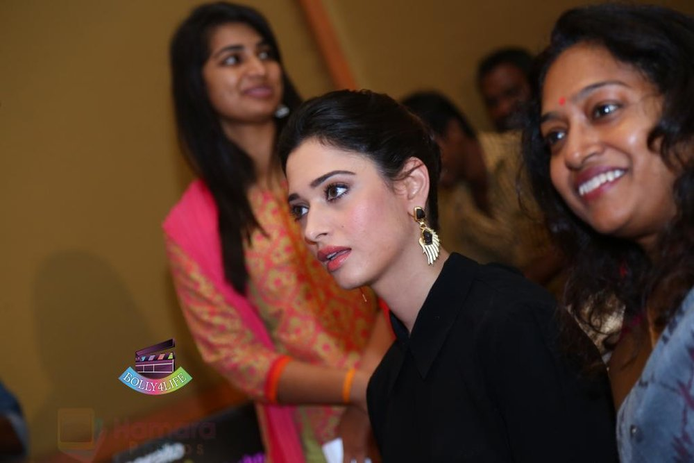 Tamannaah-Bhatia-Launches-Naturals-at-Home-on-23rd-Aug-2016-88.jpg