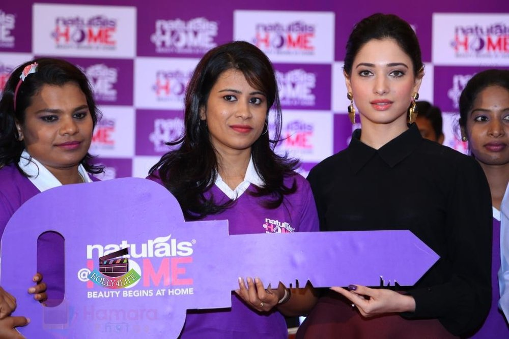 Tamannaah-Bhatia-Launches-Naturals-at-Home-on-23rd-Aug-2016-104.jpg