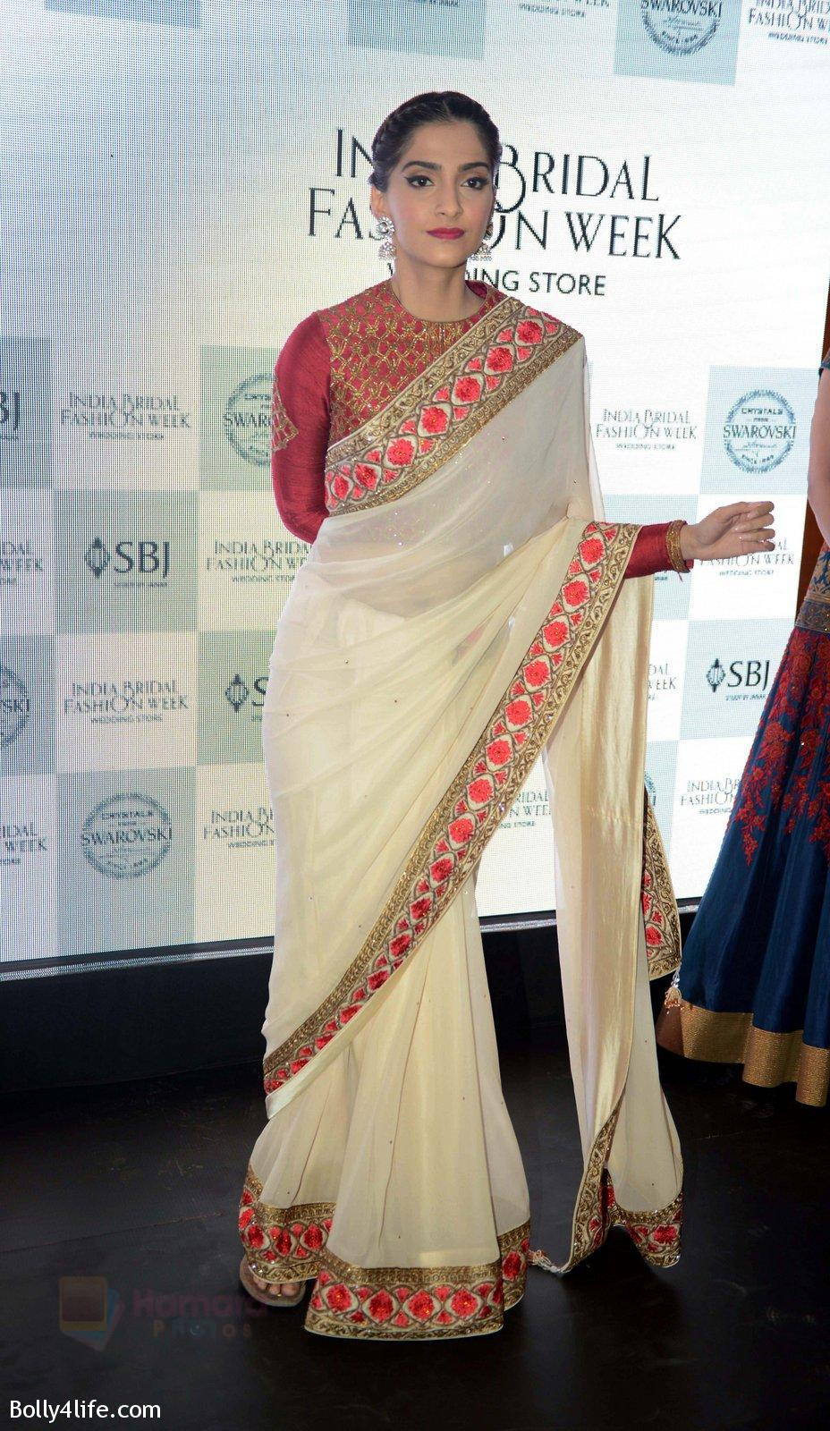 Sonam-Kapoor-during-the-launch-of-the-first-Indian-Bridal-Fashion-Week-Wedding-Store-in-New-Delhi-on-9th-Sept-2016-23.jpg