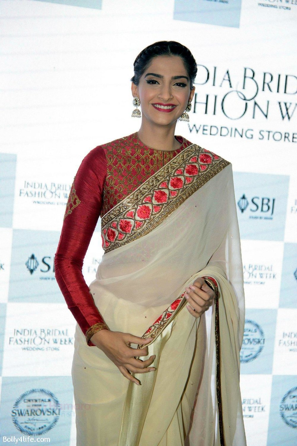 Sonam-Kapoor-during-the-launch-of-the-first-Indian-Bridal-Fashion-Week-Wedding-Store-in-New-Delhi-on-9th-Sept-2016-26.jpg