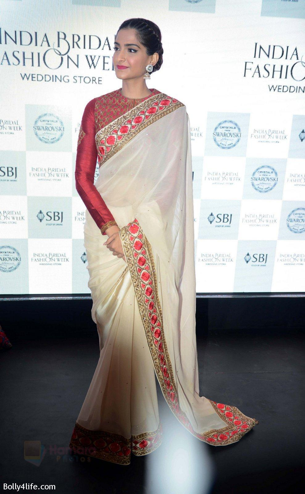 Sonam-Kapoor-during-the-launch-of-the-first-Indian-Bridal-Fashion-Week-Wedding-Store-in-New-Delhi-on-9th-Sept-2016-31.jpg