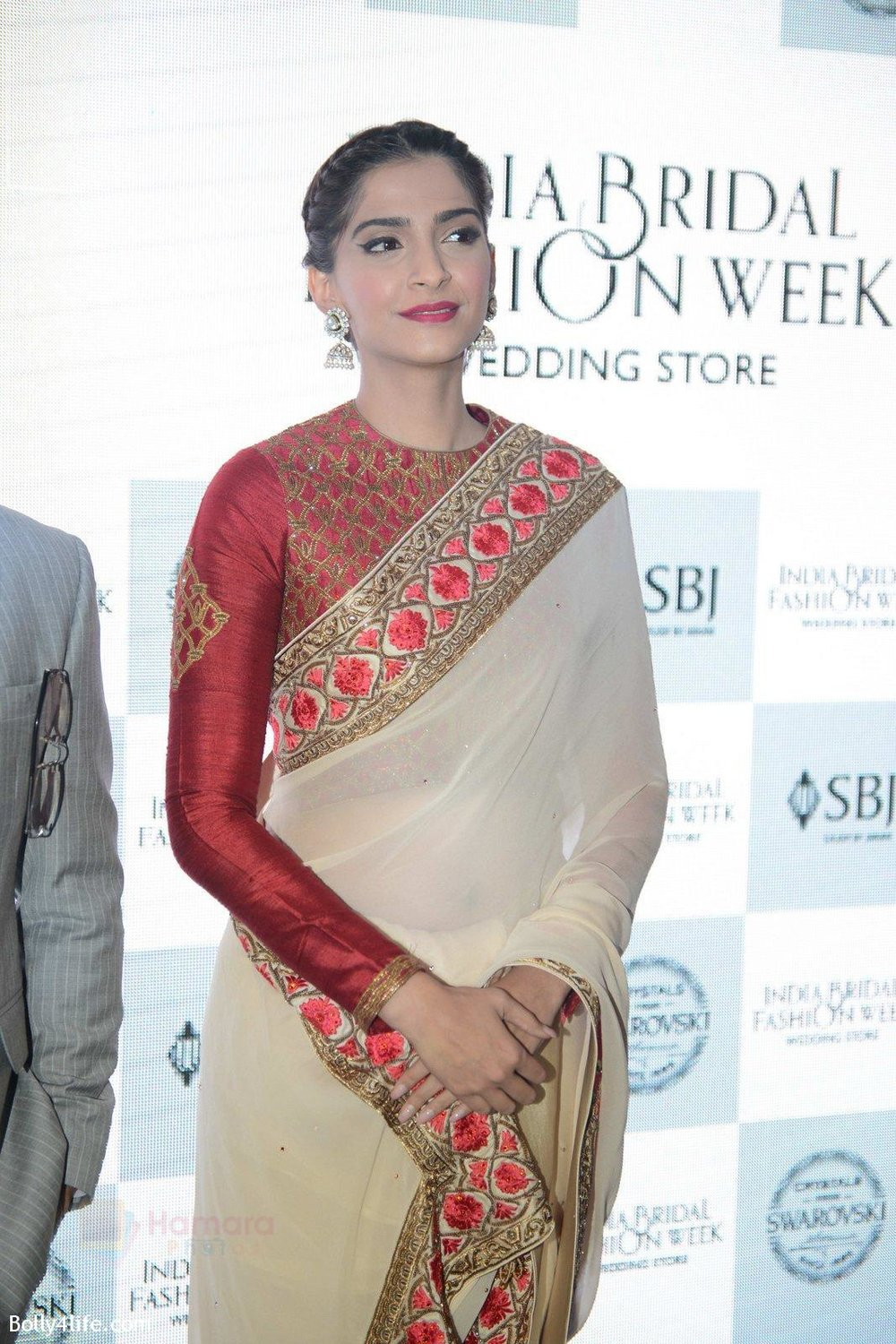 Sonam-Kapoor-during-the-launch-of-the-first-Indian-Bridal-Fashion-Week-Wedding-Store-in-New-Delhi-on-9th-Sept-2016-36.jpg
