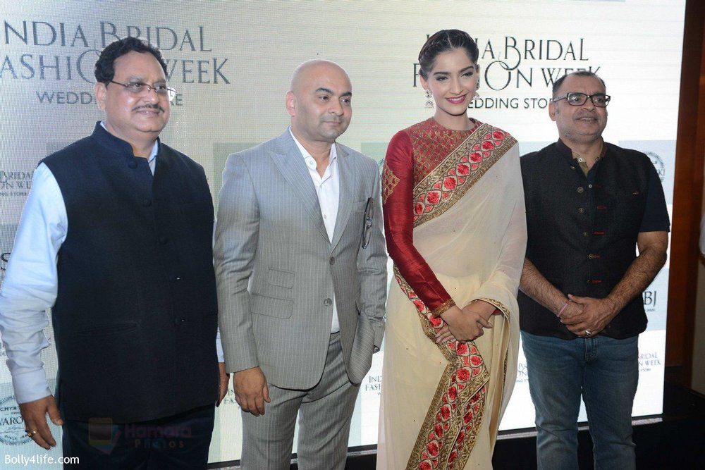 Sonam-Kapoor-during-the-launch-of-the-first-Indian-Bridal-Fashion-Week-Wedding-Store-in-New-Delhi-on-9th-Sept-2016-37.jpg