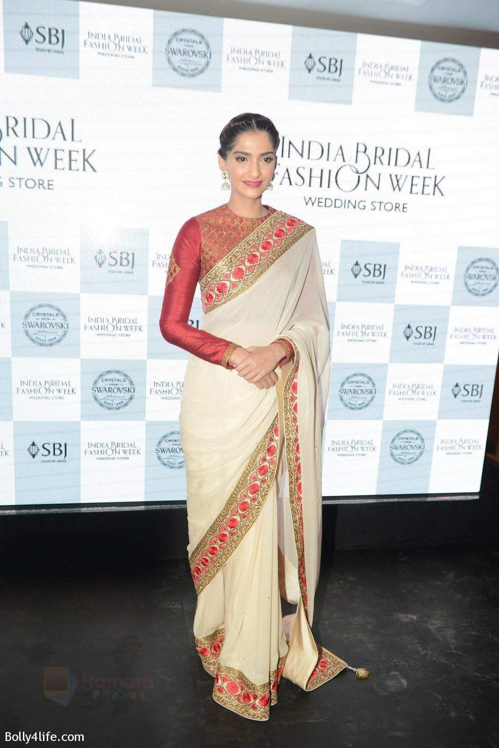 Sonam-Kapoor-during-the-launch-of-the-first-Indian-Bridal-Fashion-Week-Wedding-Store-in-New-Delhi-on-9th-Sept-2016-46.jpg