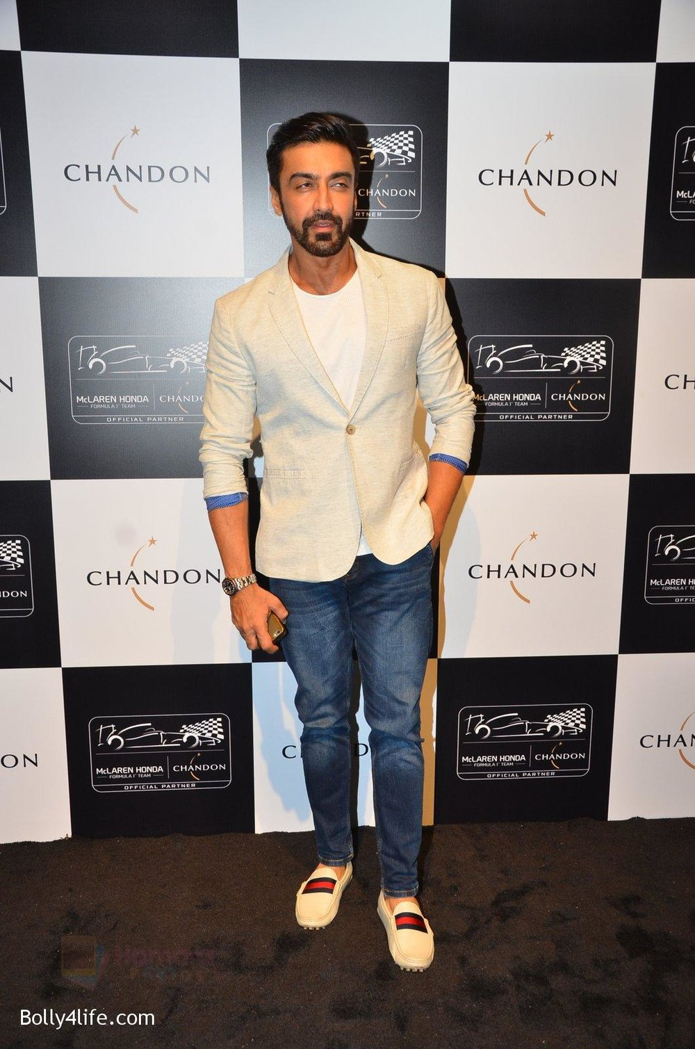 Aashish-Chaudhary-at-the-unveiling-Chandon-X-McLaren-Honda-installation-in-Mumbai-on-9th-Sept-2016-30.jpg