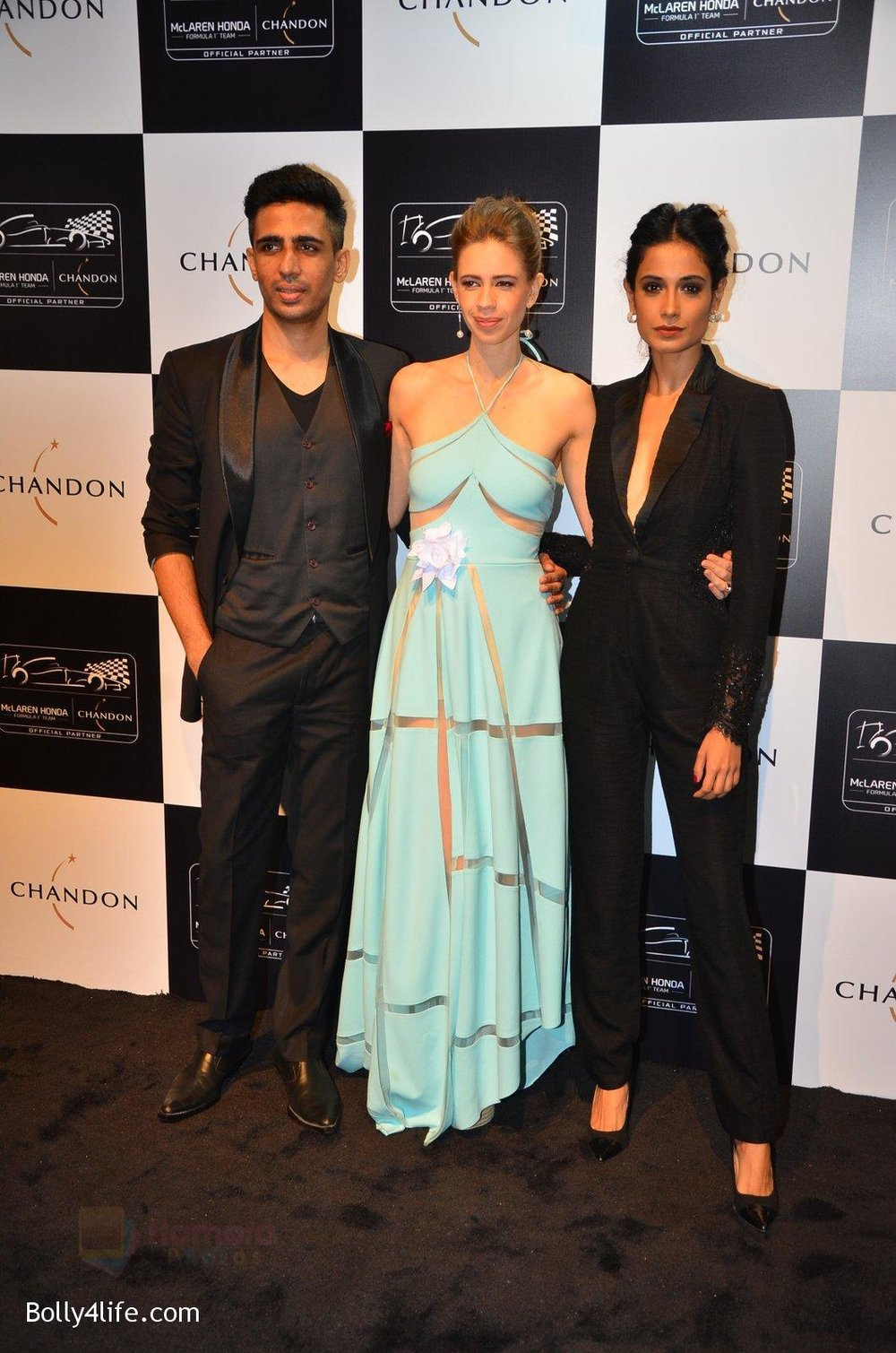 Gulshan-Devaiya-Kalki-Koechlin-Sarah-Jane-Dias-at-the-unveiling-Chandon-X-McLaren-Honda-installation-in-Mumbai-on-9th-Sept-2016-46.jpg