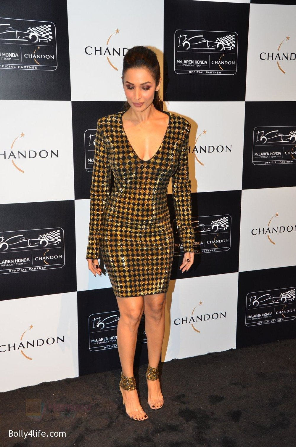 Malaika-Arora-Khan-at-the-unveiling-Chandon-X-McLaren-Honda-installation-in-Mumbai-on-9th-Sept-2016-23.jpg