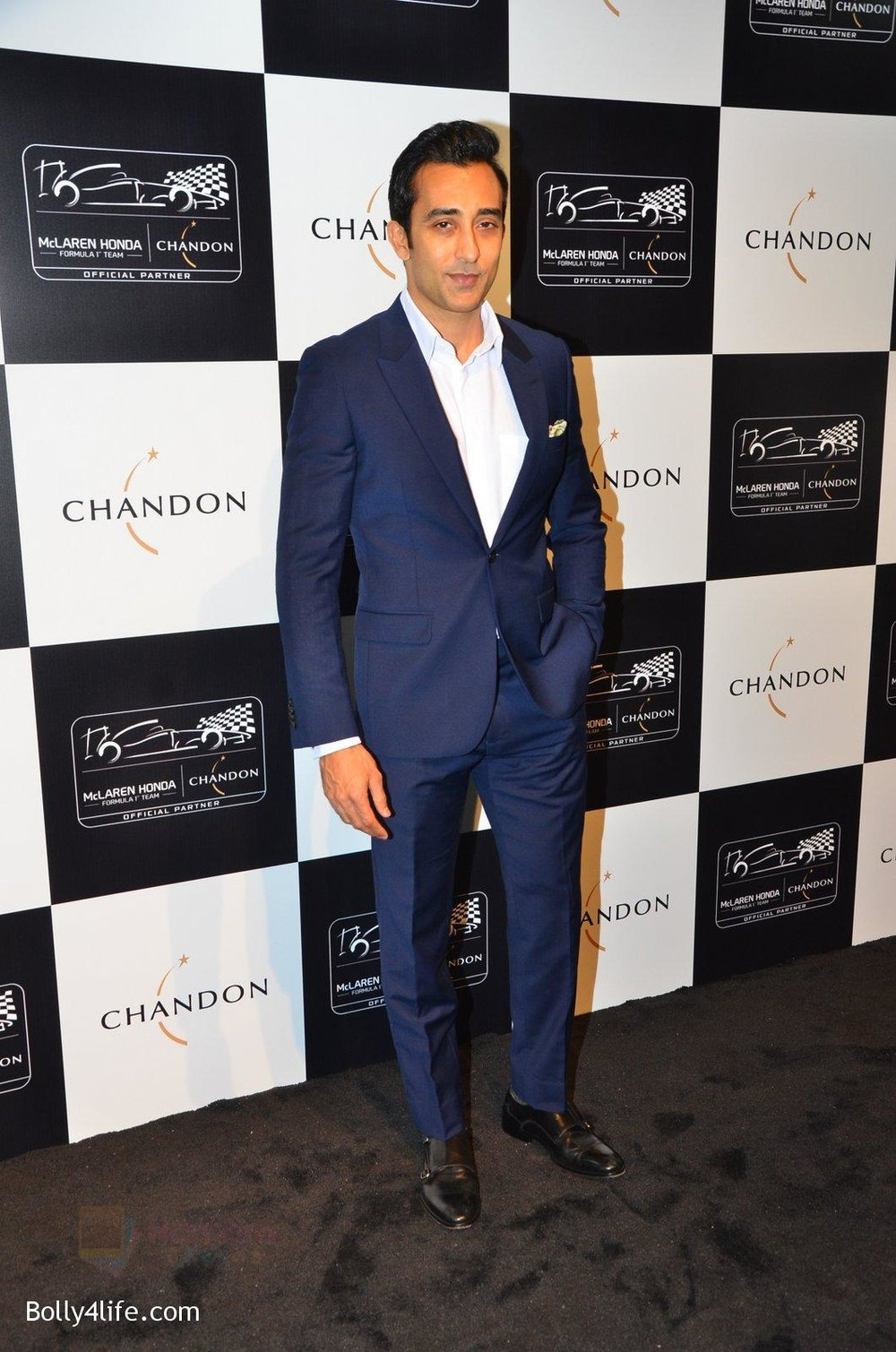 Rahul-Khanna-at-the-unveiling-Chandon-X-McLaren-Honda-installation-in-Mumbai-on-9th-Sept-2016-10.jpg