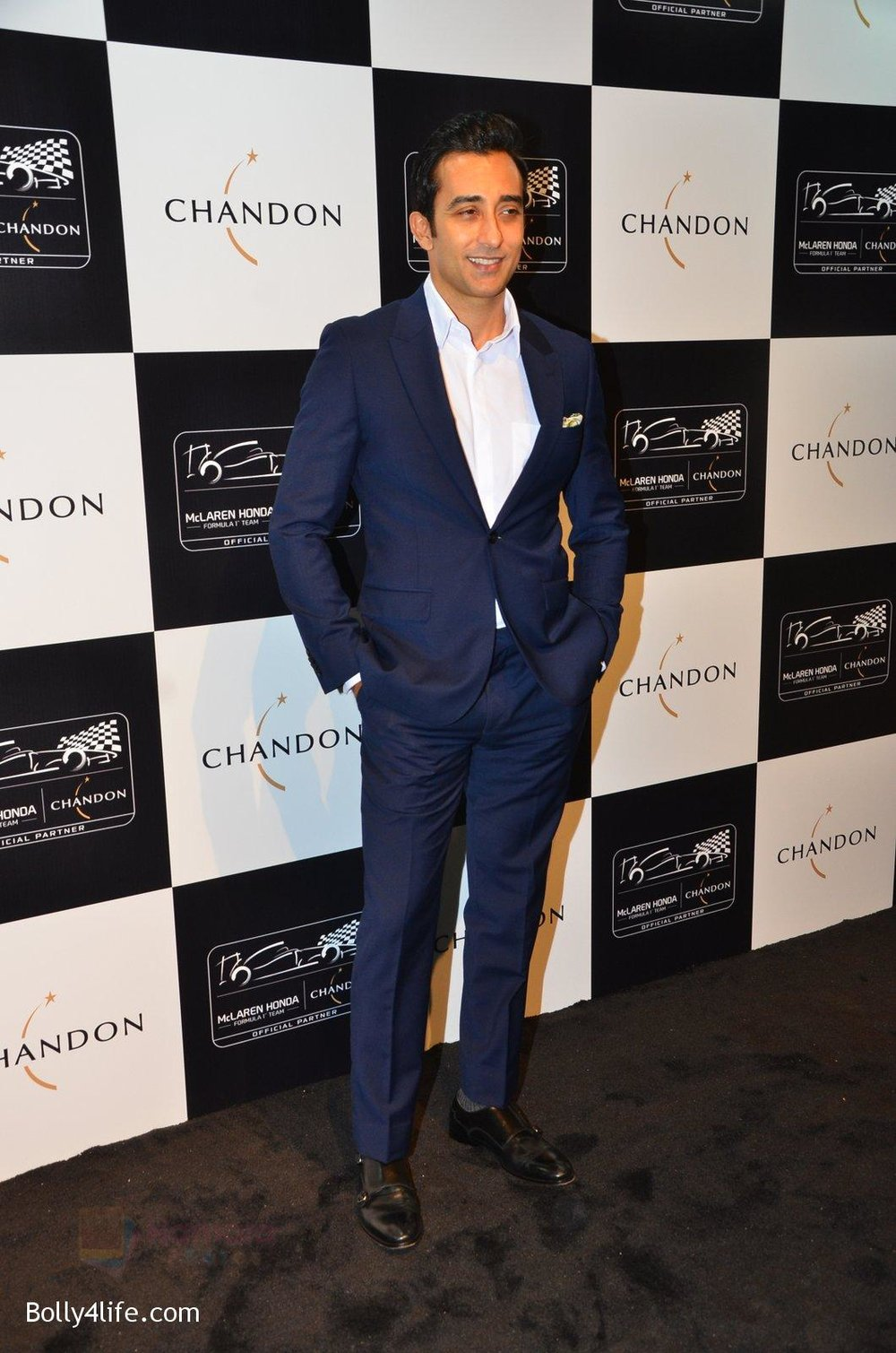 Rahul-Khanna-at-the-unveiling-Chandon-X-McLaren-Honda-installation-in-Mumbai-on-9th-Sept-2016-14.jpg