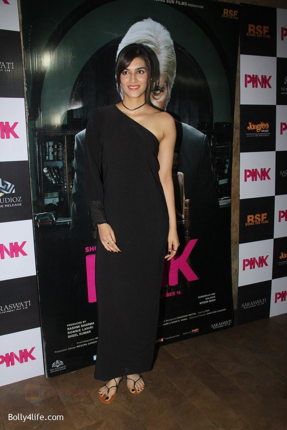 Kriti-Sanon-at-Pink-Screening-in-Lightbox-on-12th-Sept-2016-97.jpg