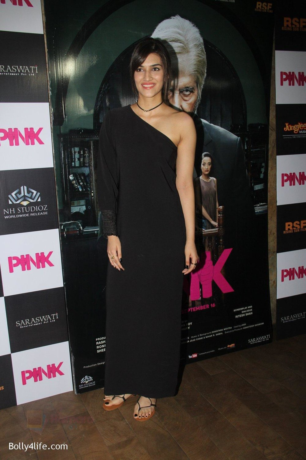 Kriti-Sanon-at-Pink-Screening-in-Lightbox-on-12th-Sept-2016-101.jpg