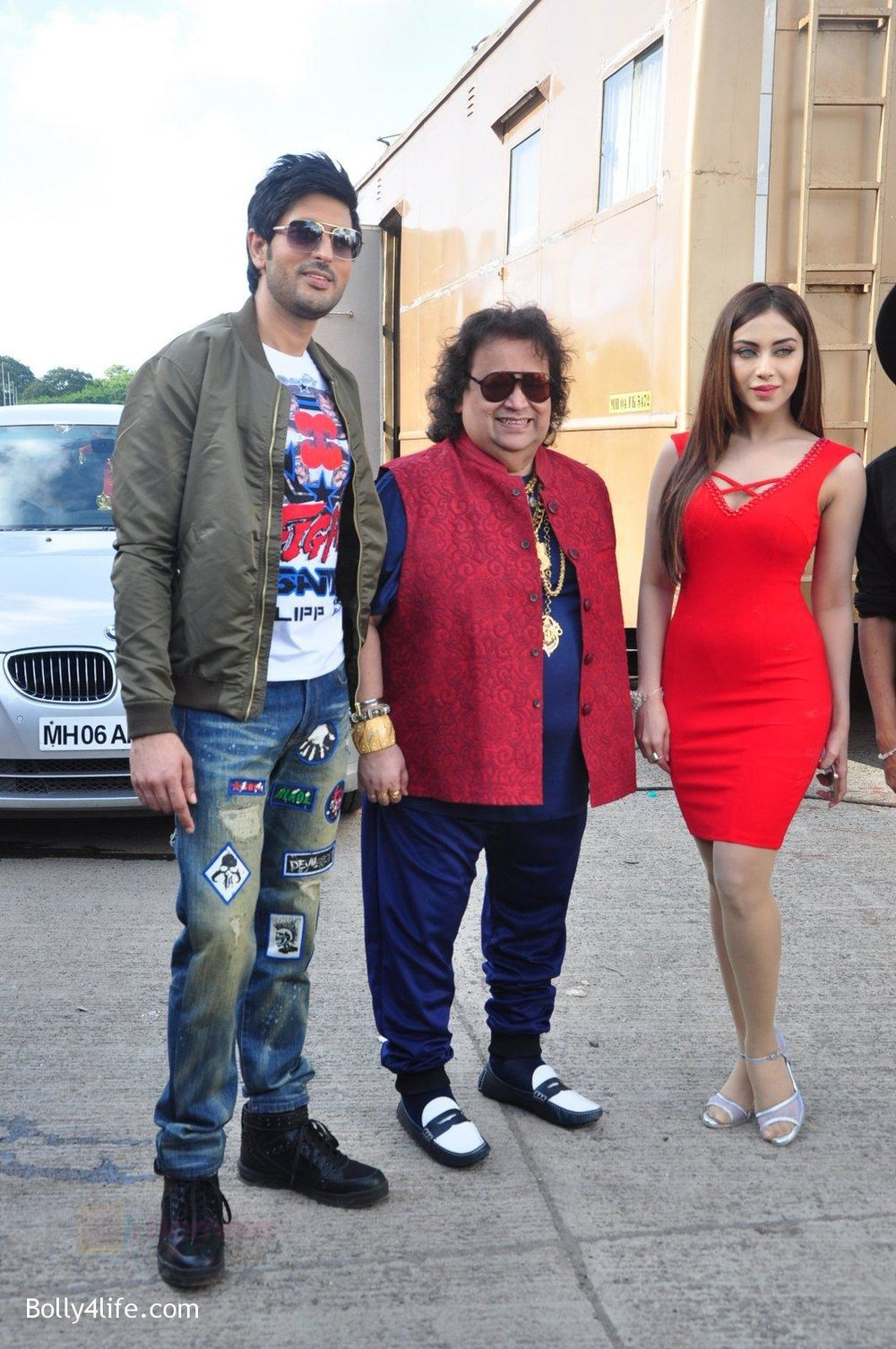 Bappi-Lahiri-Rishi-Bhutani-Angela-Krislinzki-on-location-of-film-Ramratan-on-12th-Sept-2016-.jpg