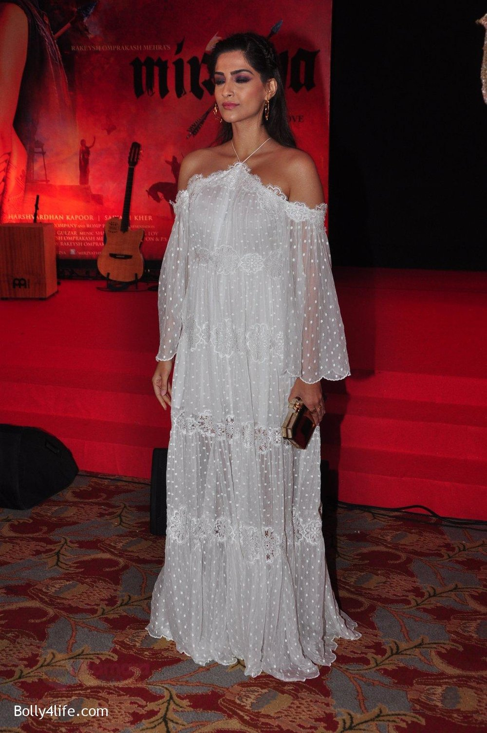 Sonam-Kapoor-at-the-Audio-release-of-Mirzya-on-13th-Sept-2016-71.jpg