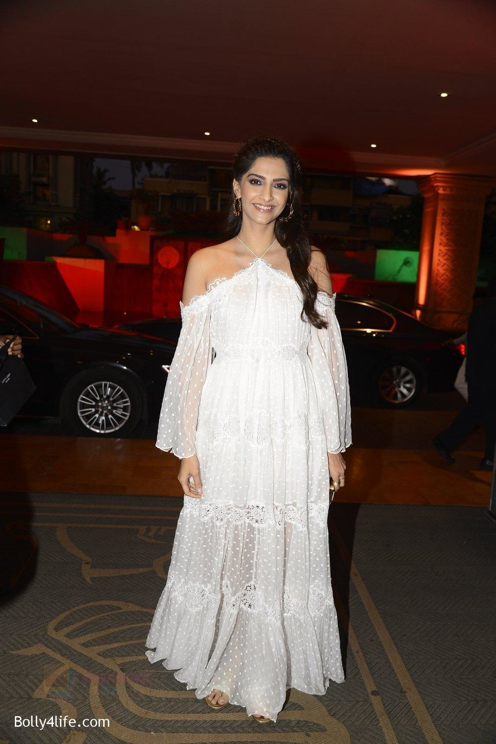 Sonam-Kapoor-at-the-Audio-release-of-Mirzya-on-13th-Sept-2016-72.jpg