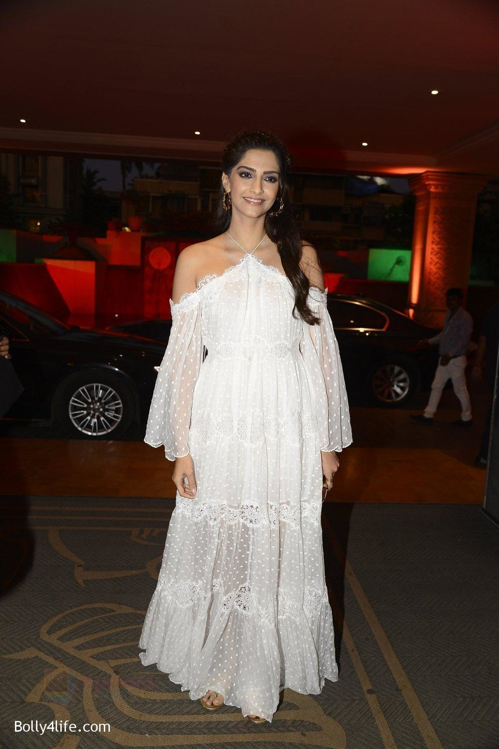 Sonam-Kapoor-at-the-Audio-release-of-Mirzya-on-13th-Sept-2016-73.jpg