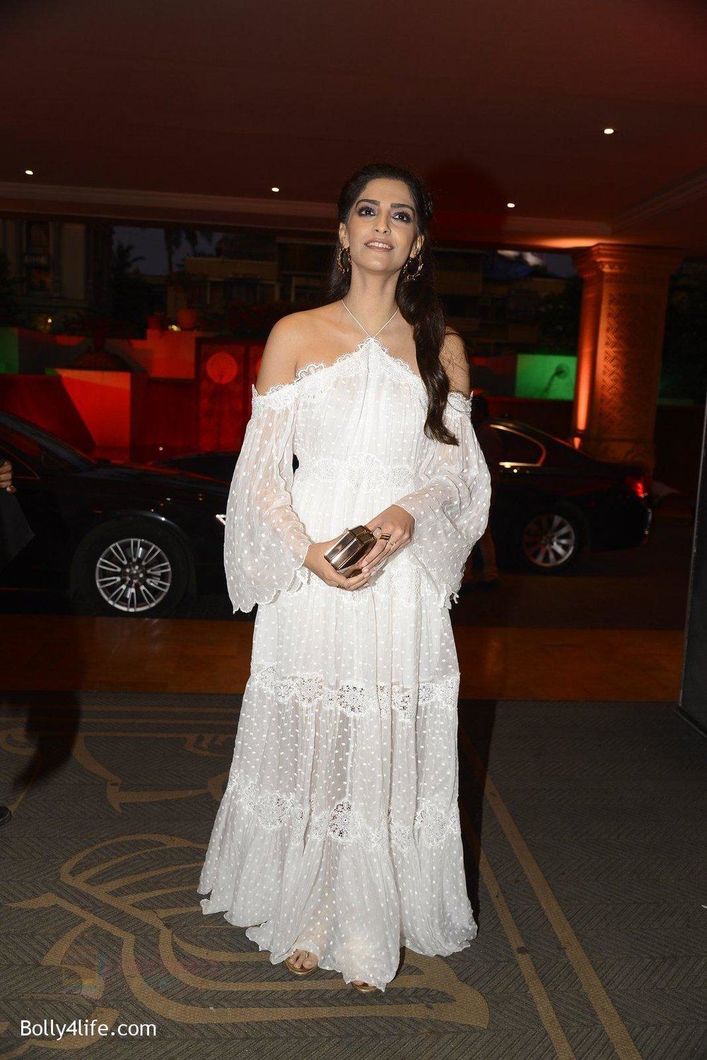 Sonam-Kapoor-at-the-Audio-release-of-Mirzya-on-13th-Sept-2016-75.jpg