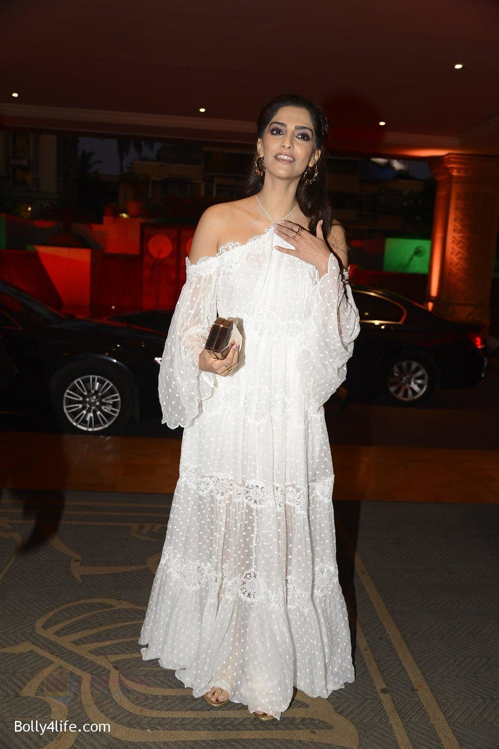 Sonam-Kapoor-at-the-Audio-release-of-Mirzya-on-13th-Sept-2016-76.jpg
