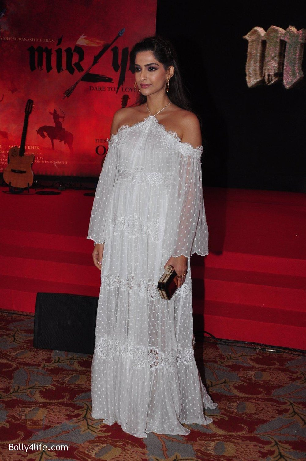 Sonam-Kapoor-at-the-Audio-release-of-Mirzya-on-13th-Sept-2016-78.jpg