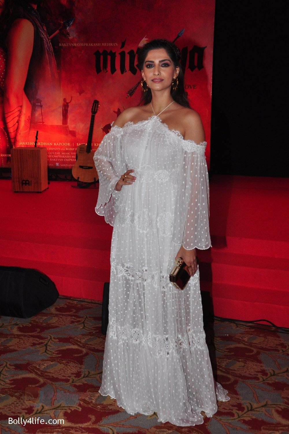 Sonam-Kapoor-at-the-Audio-release-of-Mirzya-on-13th-Sept-2016-79.jpg