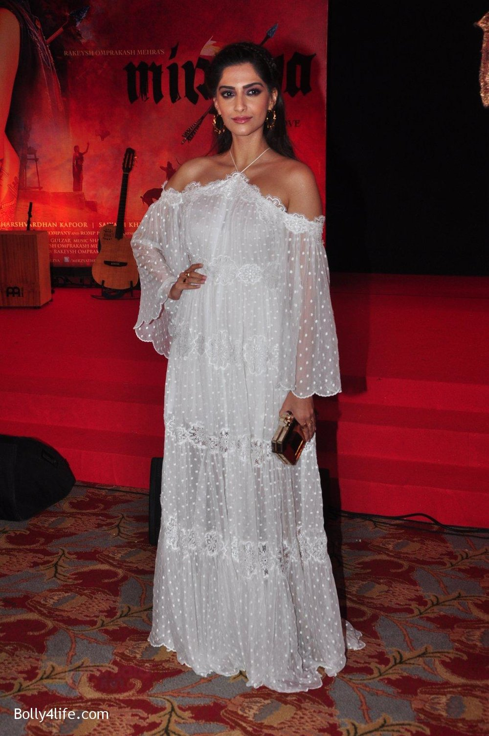 Sonam-Kapoor-at-the-Audio-release-of-Mirzya-on-13th-Sept-2016-80.jpg