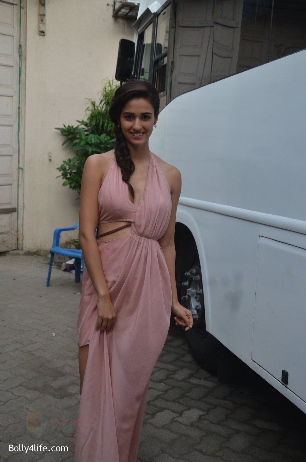 Disha-Patani-snapped-promoting-M.S.-Dhoni-The-Untold-Story-on-13th-Sept-2016-66.jpg