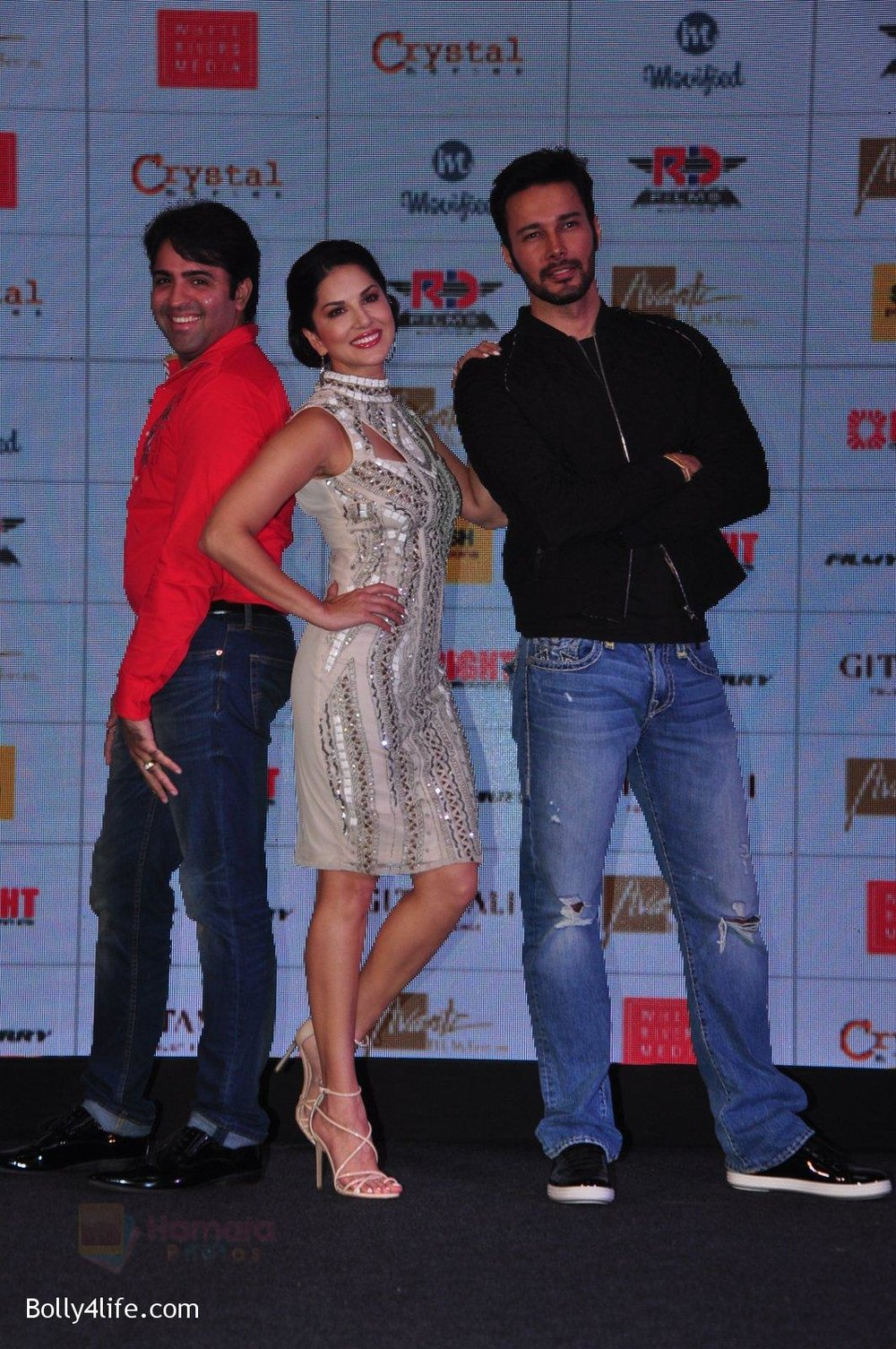 Sunny-Leone-Rajneesh-Duggal-at-the-Audio-release-of-Beiimaan-Love-on-14th-Sept-2016-302_.jpg