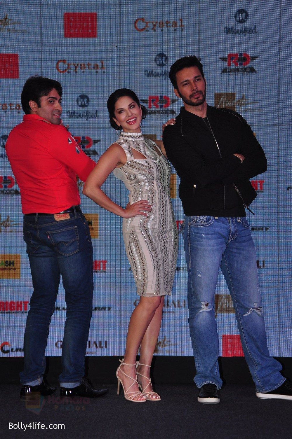 Sunny-Leone-Rajneesh-Duggal-at-the-Audio-release-of-Beiimaan-Love-on-14th-Sept-2016-298.jpg
